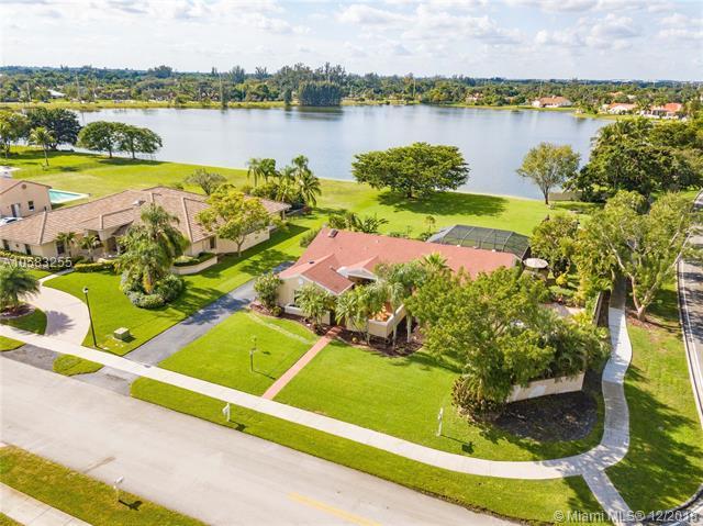 1151 Bristol Ave, Davie, FL 33325 (MLS #A10583255) :: Green Realty Properties