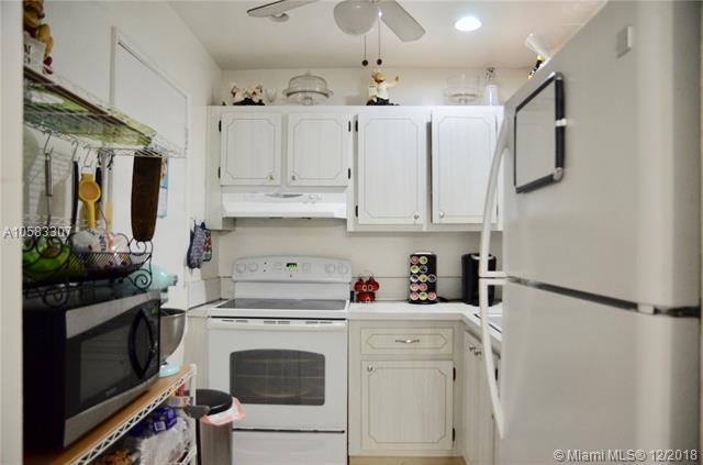 4043 NW 16th St #109, Lauderhill, FL 33313 (MLS #A10583307) :: Miami Villa Team