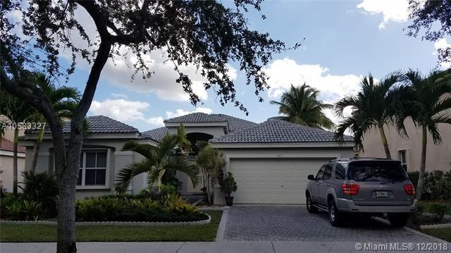 4251 Laurel Ridge Cir, Weston, FL 33331 (MLS #A10583327) :: United Realty Group