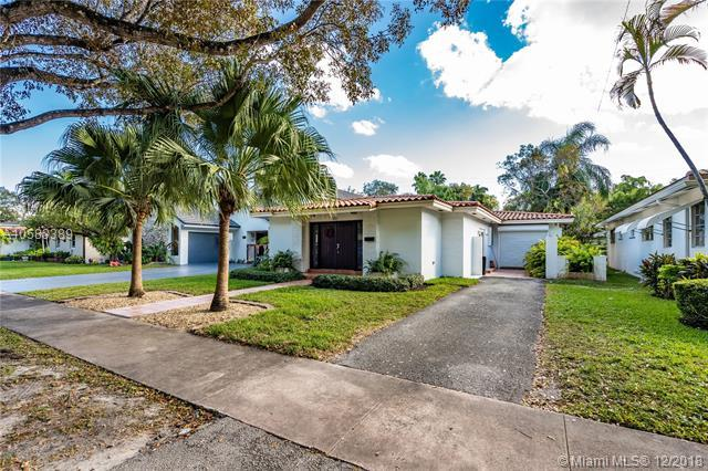 630 Almeria Ave, Coral Gables, FL 33134 (MLS #A10583389) :: The Jack Coden Group