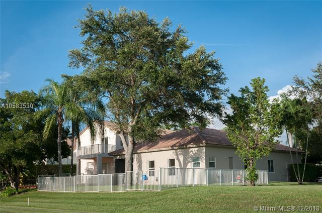 1540 SW 159th Ave, Pembroke Pines, FL 33027 (MLS #A10583530) :: Laurie Finkelstein Reader Team