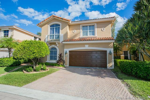 1555 Breakwater Ter, Hollywood, FL 33019 (MLS #A10583640) :: Miami Villa Team