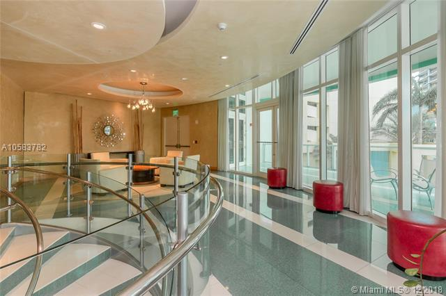 218 SE 14TH ST #1801, Miami, FL 33131 (MLS #A10583782) :: The Howland Group