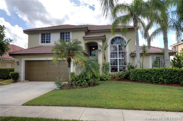 594 SW 180th Ave, Pembroke Pines, FL 33029 (MLS #A10583794) :: Castelli Real Estate Services
