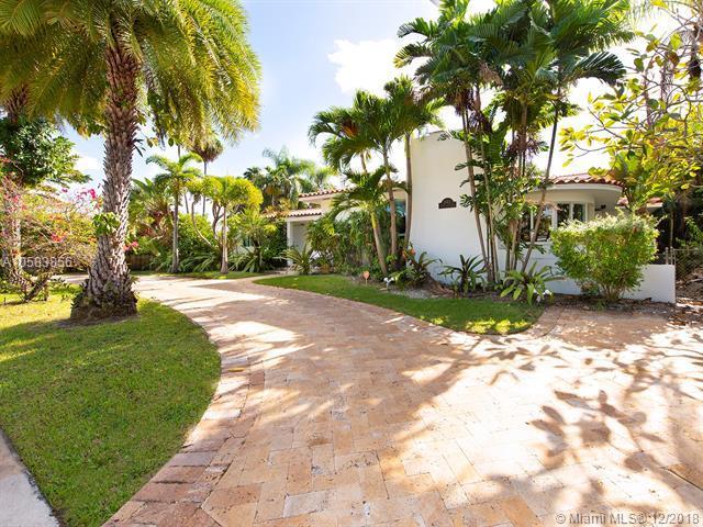 842 NE 96th St, Miami Shores, FL 33138 (MLS #A10583856) :: The Jack Coden Group