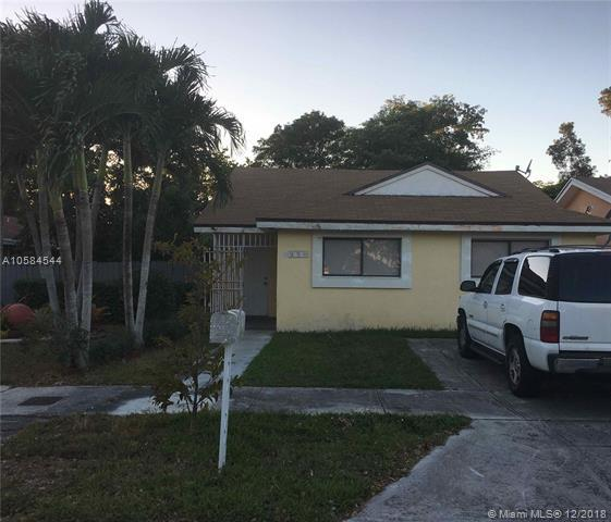 9220 SW 149th Pl, Miami, FL 33196 (MLS #A10584544) :: Laurie Finkelstein Reader Team
