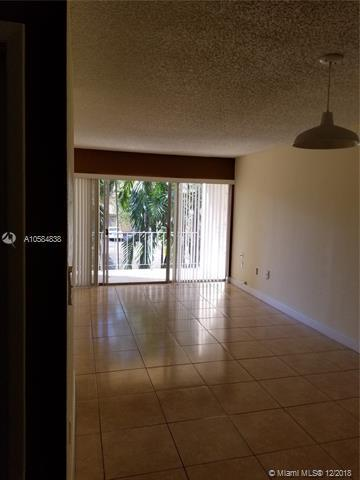 9373 Fontainebleau Blvd K203, Miami, FL 33172 (MLS #A10584838) :: Green Realty Properties
