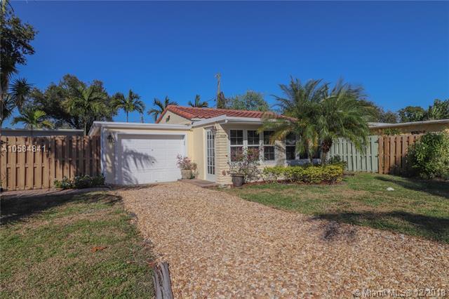 1237 SW 28th St, Fort Lauderdale, FL 33315 (MLS #A10584841) :: Laurie Finkelstein Reader Team