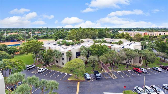 10855 SW 112th Ave #101, Miami, FL 33176 (MLS #A10584926) :: Hergenrother Realty Group Miami