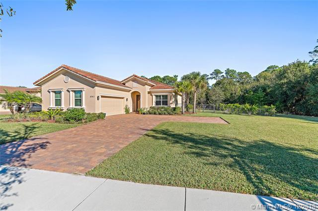 8361 SW Marin Dr, Stuart, FL 34997 (MLS #A10585059) :: Green Realty Properties