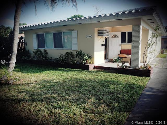 2032 Monroe St, Hollywood, FL 33020 (MLS #A10585218) :: Green Realty Properties