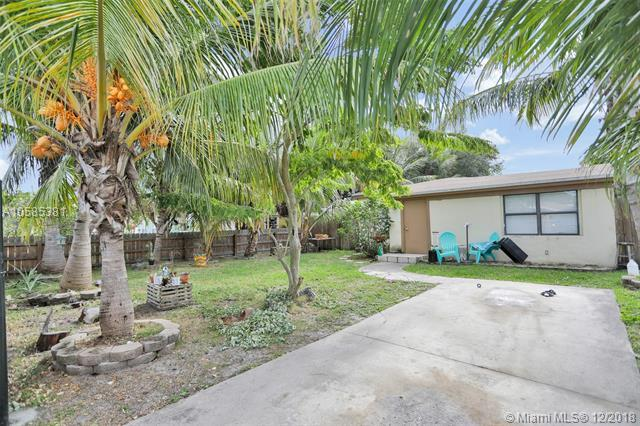 1332 NE 179th St, North Miami Beach, FL 33162 (MLS #A10585381) :: Green Realty Properties