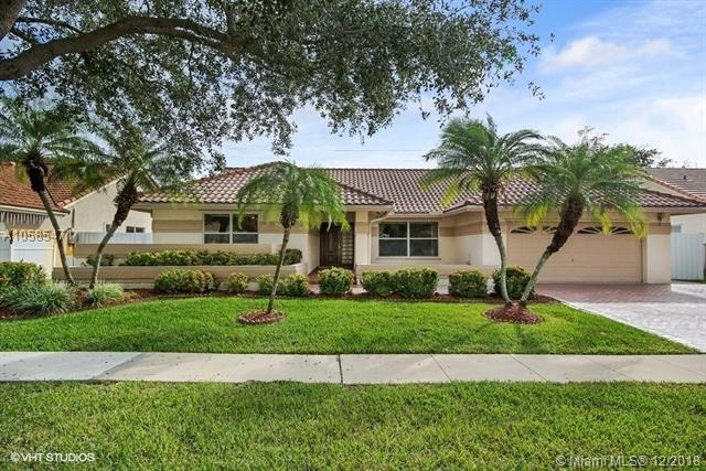 449 NW 161st Ave, Pembroke Pines, FL 33028 (MLS #A10585471) :: Green Realty Properties