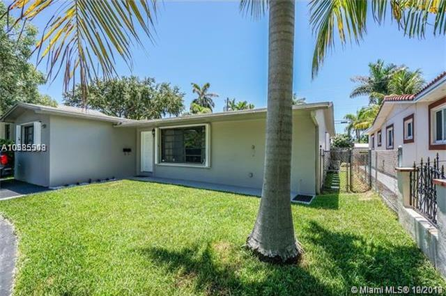 924 Johnson St, Hollywood, FL 33019 (MLS #A10585513) :: RE/MAX Presidential Real Estate Group