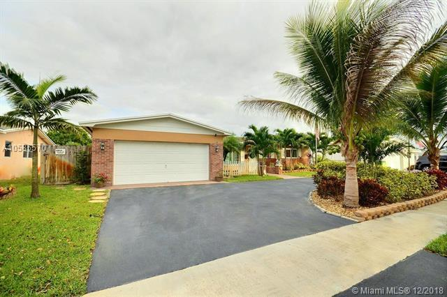 1771 NW 85th Ave, Pembroke Pines, FL 33024 (MLS #A10585570) :: The Teri Arbogast Team at Keller Williams Partners SW