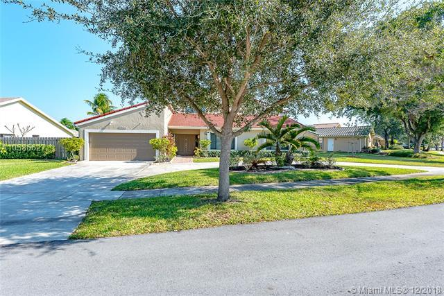 9561 NW 13th St, Plantation, FL 33322 (MLS #A10585627) :: The Teri Arbogast Team at Keller Williams Partners SW