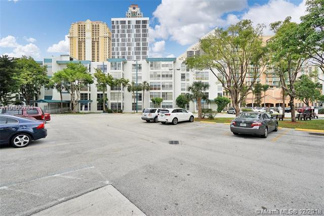 200 177th Dr #405, Sunny Isles Beach, FL 33160 (MLS #A10585704) :: Keller Williams Elite Properties