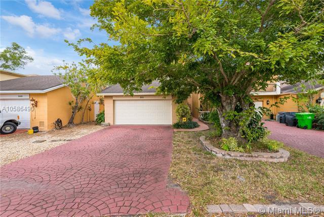 311 Vista Isles Dr #311, Sunrise, FL 33325 (MLS #A10586490) :: Green Realty Properties
