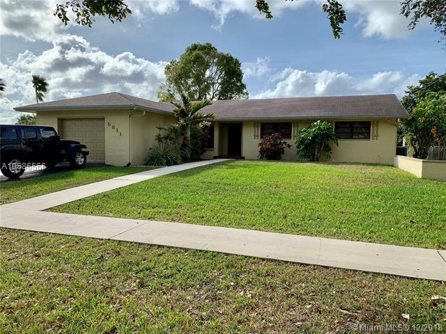 5611 SW 90 Avenue, Cooper City, FL 33328 (MLS #A10586566) :: Green Realty Properties