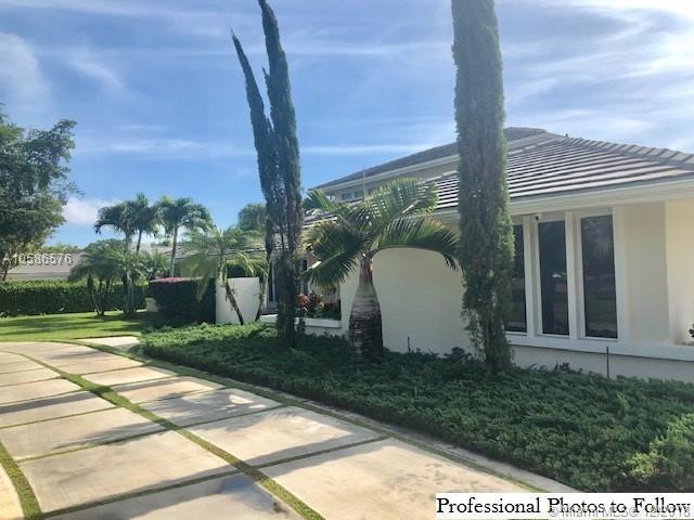 9768 SW 108th Ter, Miami, FL 33176 (MLS #A10586576) :: Castelli Real Estate Services