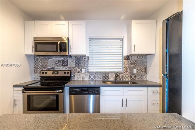 2201 NE 14th Ave #5, Wilton Manors, FL 33305 (MLS #A10587050) :: Albert Garcia Team