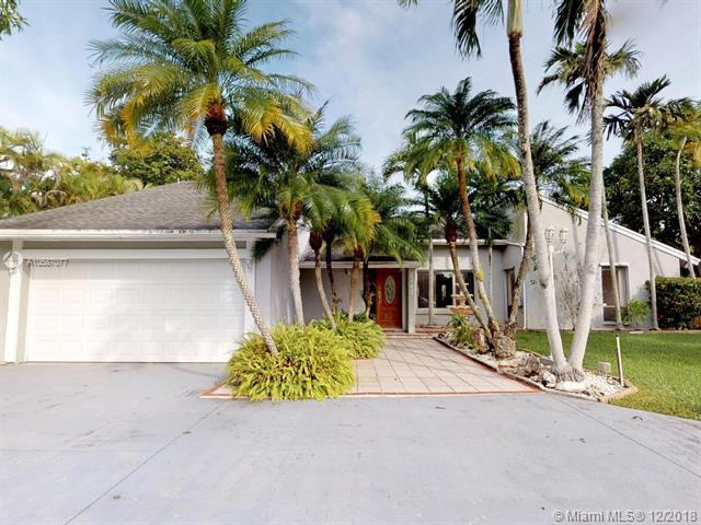 10561 SW 139th St, Miami, FL 33176 (MLS #A10587077) :: The Riley Smith Group