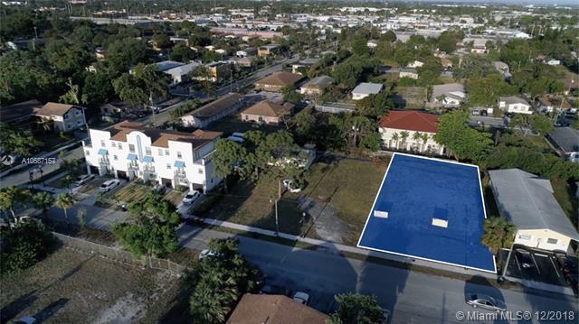 819 NW 1st Ave, Fort Lauderdale, FL 33311 (MLS #A10587157) :: The Teri Arbogast Team at Keller Williams Partners SW