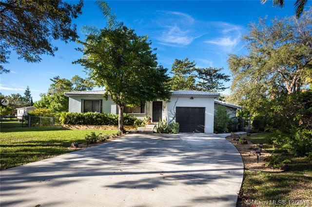 5968 SW 61st Ave, South Miami, FL 33143 (MLS #A10587695) :: The Riley Smith Group