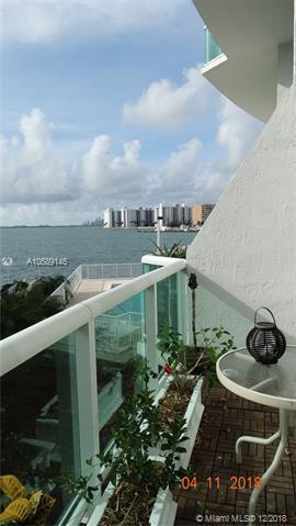 2000 Bay Dr #203, Miami Beach, FL 33141 (MLS #A10589146) :: The Riley Smith Group