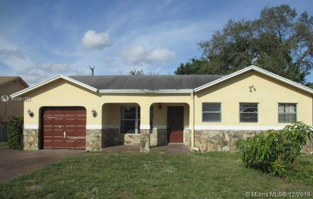 8409 SW 19th St, North Lauderdale, FL 33068 (MLS #A10591225) :: The Teri Arbogast Team at Keller Williams Partners SW