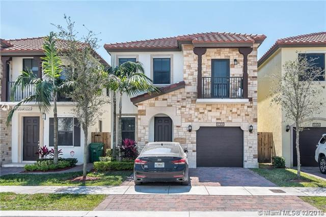 10300 NW 70th Ter, Doral, FL 33178 (MLS #A10591689) :: The Teri Arbogast Team at Keller Williams Partners SW