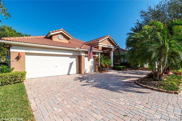 8119 S Savannah Cir, Davie, FL 33328 (MLS #A10591758) :: The Chenore Real Estate Group