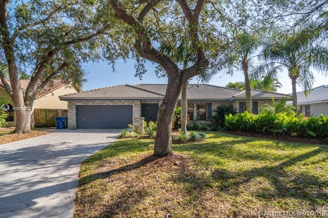 4899 NW 59th Way, Coral Springs, FL 33067 (MLS #A10592073) :: The Teri Arbogast Team at Keller Williams Partners SW
