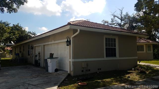 5818 NW 80th Ter, Parkland, FL 33067 (MLS #A10593381) :: The Chenore Real Estate Group