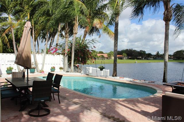9505 NW 9th Ct, Plantation, FL 33324 (MLS #A10593652) :: The Teri Arbogast Team at Keller Williams Partners SW