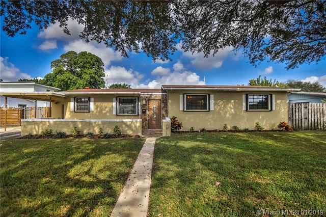 4713 NW 3rd Ct, Plantation, FL 33317 (MLS #A10594388) :: The Teri Arbogast Team at Keller Williams Partners SW