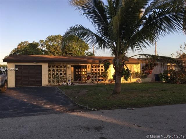 2421 Riviera Dr, Miramar, FL 33023 (MLS #A10595158) :: The Chenore Real Estate Group