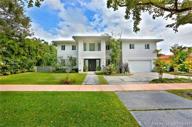 5607 Riviera Dr, Coral Gables, FL 33146 (MLS #A10595680) :: The Maria Murdock Group