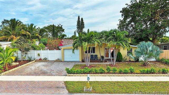 4410 NE 14th Ave, Pompano Beach, FL 33064 (MLS #A10595846) :: The Teri Arbogast Team at Keller Williams Partners SW
