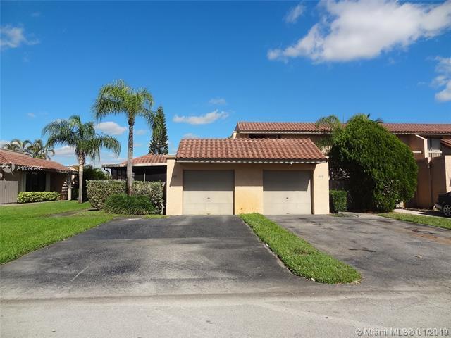 697 NE 206th Ter #697, Miami, FL 33179 (MLS #A10595992) :: Green Realty Properties