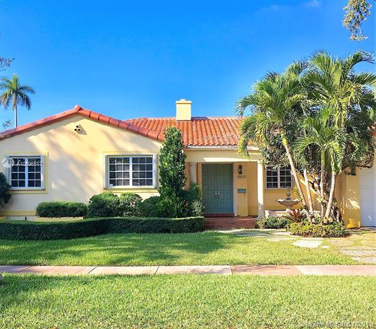 1502 Tangier St, Coral Gables, FL 33134 (MLS #A10596517) :: The Maria Murdock Group