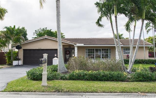 2930 NW 115th Ter, Coral Springs, FL 33065 (MLS #A10596564) :: The Teri Arbogast Team at Keller Williams Partners SW