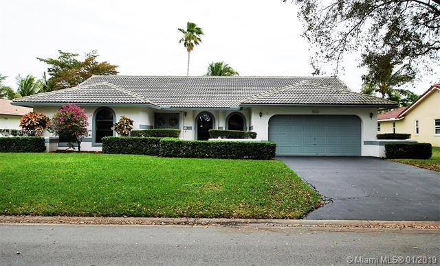 5111 NW 85th Rd, Coral Springs, FL 33067 (MLS #A10597082) :: The Teri Arbogast Team at Keller Williams Partners SW