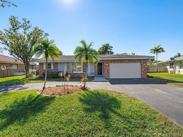 11060 NW 44 St, Coral Springs, FL 33065 (MLS #A10597639) :: The Teri Arbogast Team at Keller Williams Partners SW