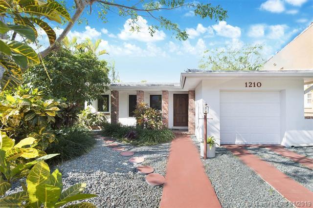 1210 Capri Street, Coral Gables, FL 33134 (MLS #A10598650) :: The Jack Coden Group
