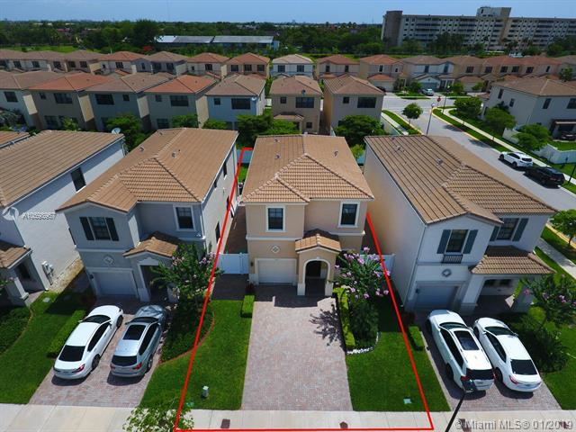 703 NE 193rd St, Miami, FL 33179 (MLS #A10598967) :: The Paiz Group