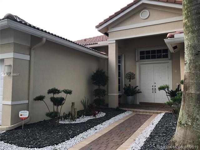 1605 S Victoria Pointe Ln, Weston, FL 33327 (MLS #A10599017) :: The Paiz Group