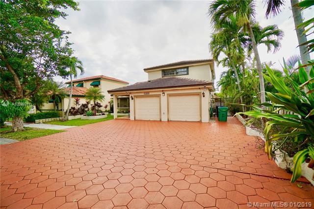 15258 NW 88th Ct, Miami Lakes, FL 33018 (MLS #A10599311) :: The Adrian Foley Group