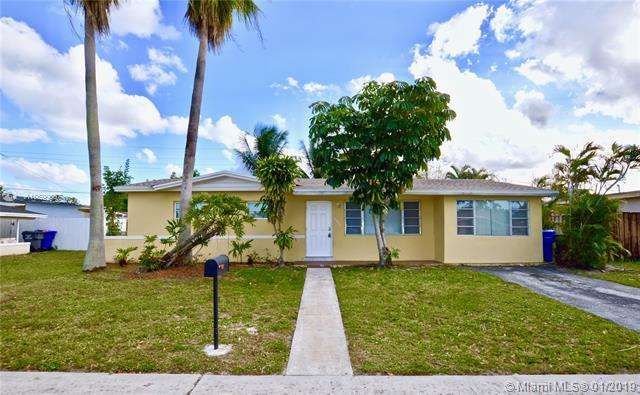 6650 Fillmore St, Hollywood, FL 33024 (MLS #A10599567) :: The Teri Arbogast Team at Keller Williams Partners SW