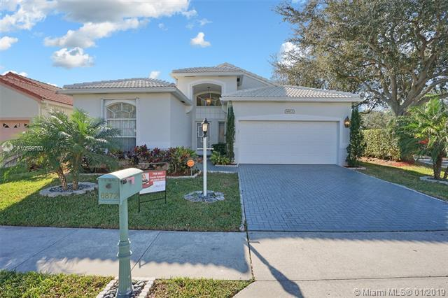 6872 Dogwood Ln, Margate, FL 33063 (MLS #A10599763) :: The Teri Arbogast Team at Keller Williams Partners SW